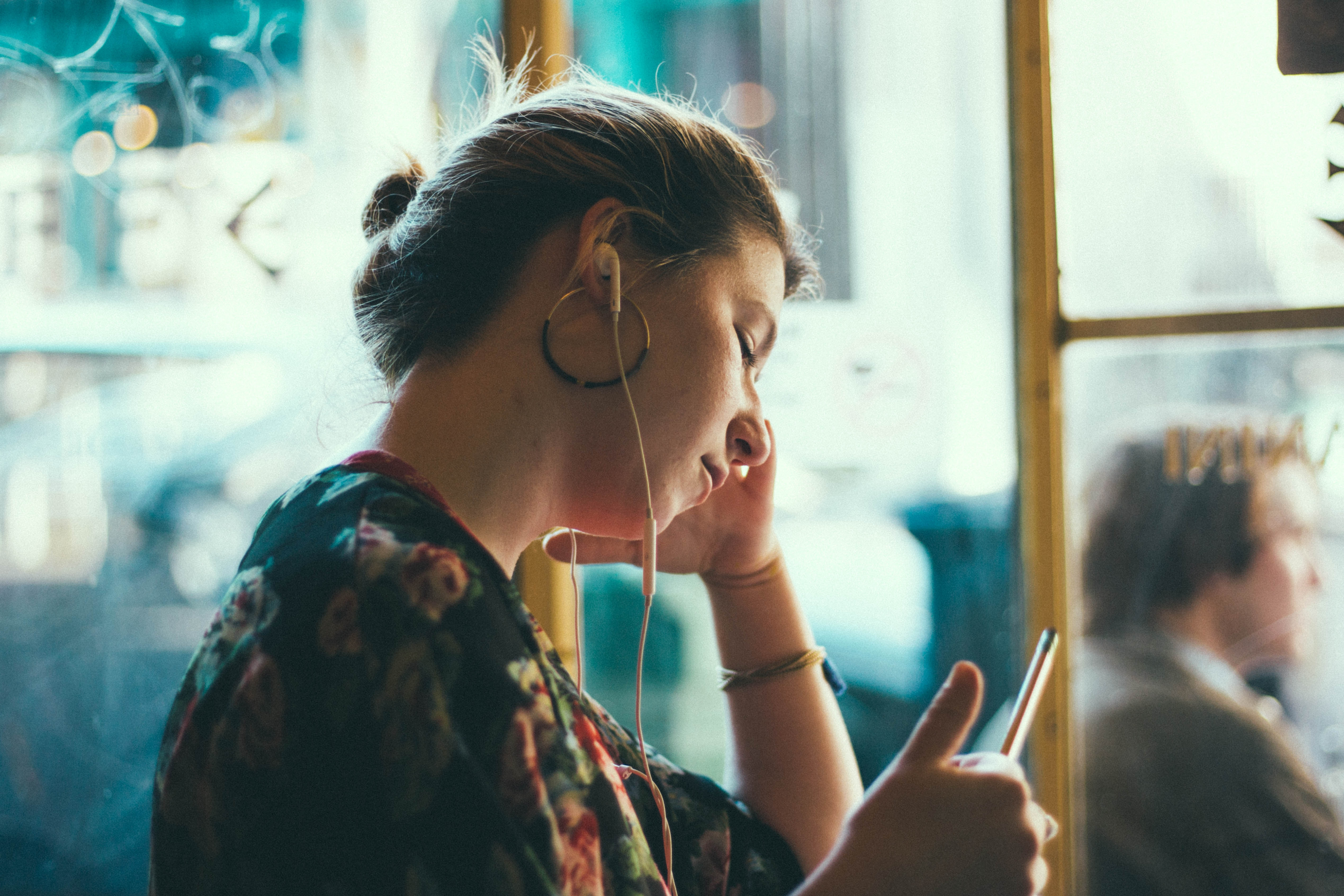 Woman Earbuds - 5 Podcasts All Moms Need to Hear